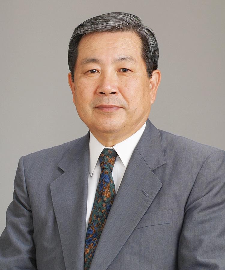 Директор школы, г-н Сюнъитиро Аоки